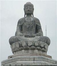 Tượng Phật A-di-đà tại chùa Phật Tích ở Bắc Ninh