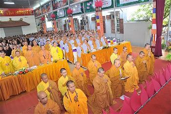 Hành giả an cư tại hạ trường Thanh Hà dâng lời cầu pháp và phát nguyện tu học trong ba tháng an cư