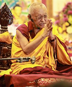 Lama Zopa Rinpoche giảng dạy tại Singapore, 2010.