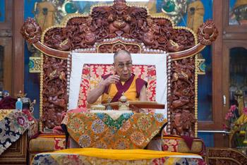Dalai Lama teaching 3