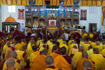 Dalai Lama teaching 1