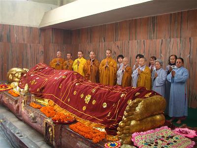 Tôn tượng đức Phật niết bàn
