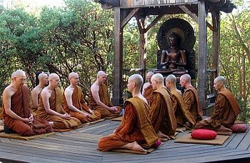 Tỳ kheo Theravada tại tu viện Abhayagiri