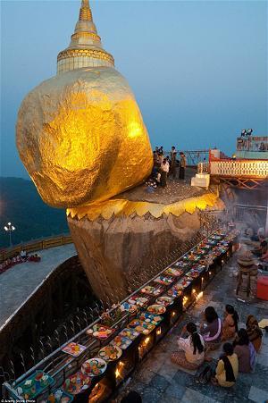 chùa Đá Vàng 1