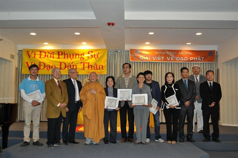 Le Trao Giai Ananda Viet Awards  (10)