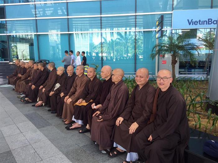 Thiền sư Thích Nhất Hạnh tại sân bay Đà Nẵng 3