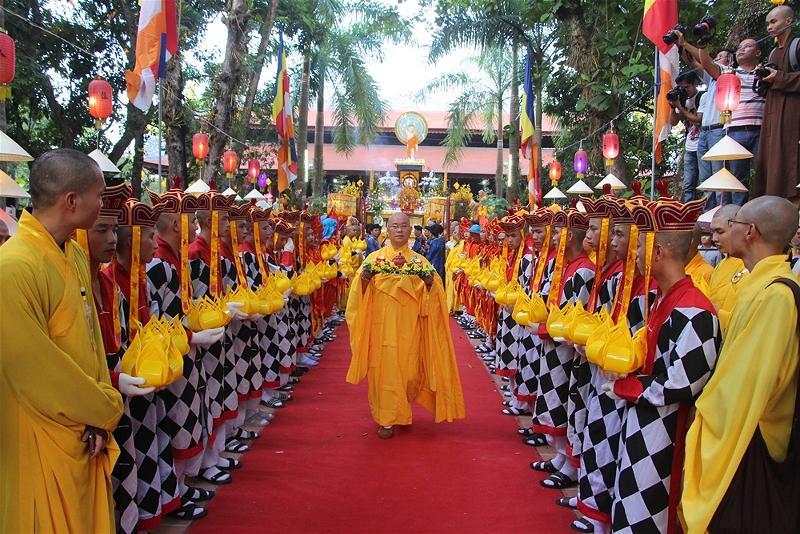 Lễ rước Phật tại Huế 07