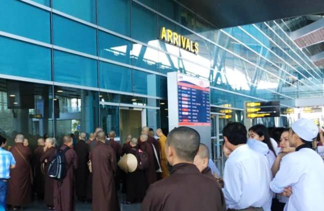 Thiền sư Thích Nhất Hạnh tại sân bay Đà Nẵng 4