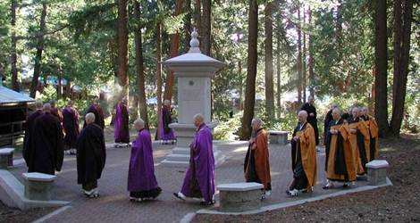 shasta-abbey-procession-470-2501