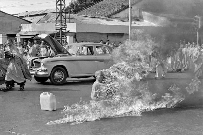 Quang Duc sat still as he was engulfed in flame.