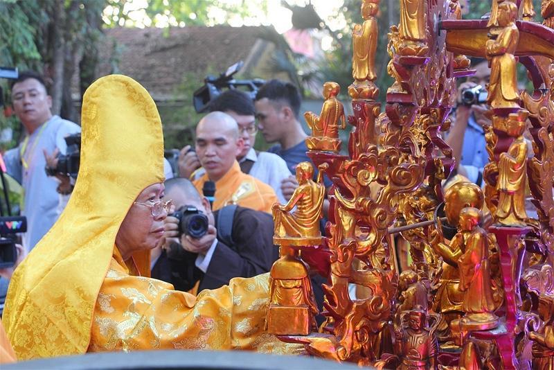 Lễ rước Phật tại Huế 09