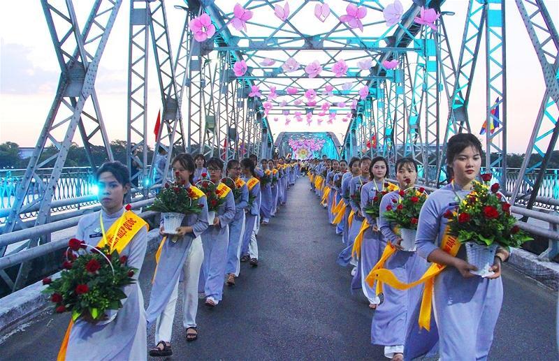 Lễ rước Phật tại Huế 12