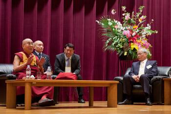 dalai lama at Tokyo 3