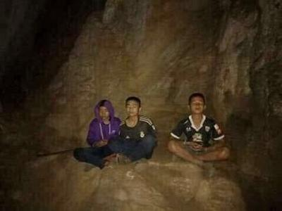 thai-boys-meditating