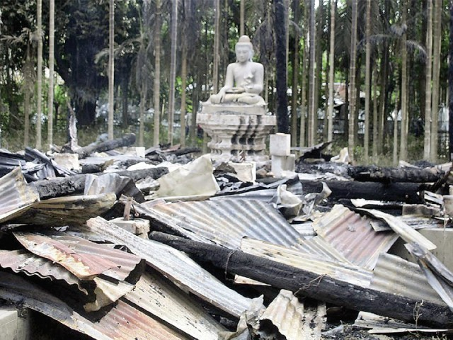 muslim-rioters-torch-buddhist-temples-in-bangladesh-01