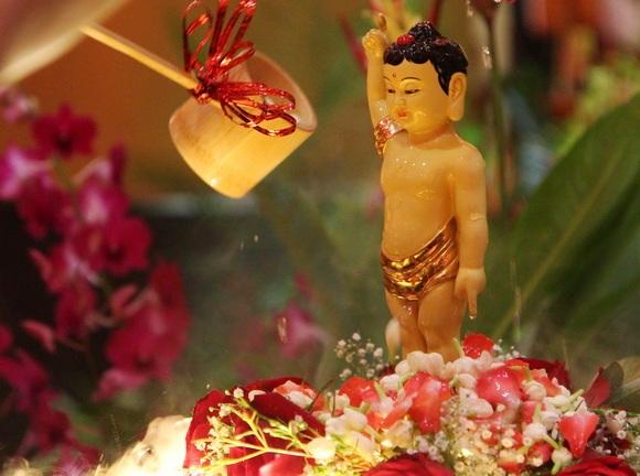 Image result for tắm phật