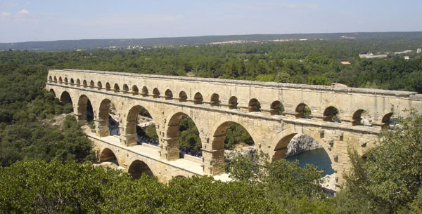 H.2 Cầu Pont du Gard (Pháp, đầu thế kỷ thứ I)