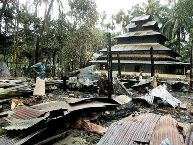 muslim-rioters-torch-buddhist-temples-in-bangladesh-04