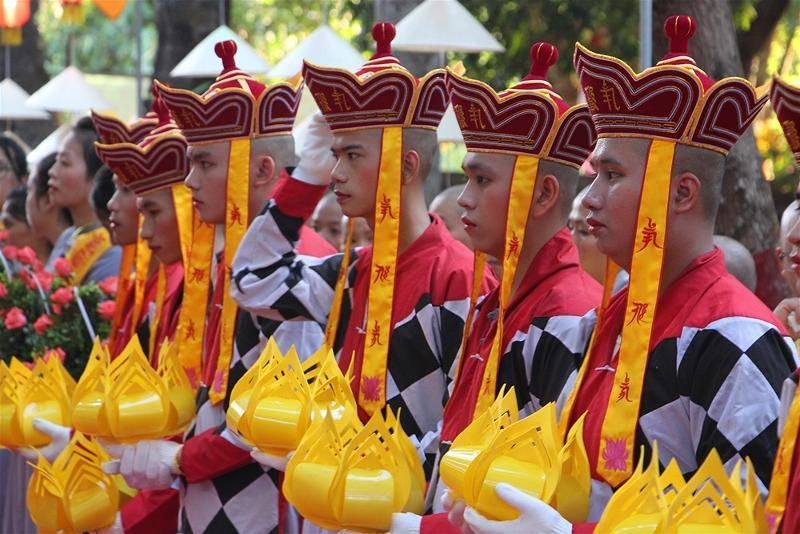 Lễ rước Phật tại Huế 08