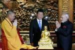 modi-and-xi-jinping-in-a-chinese-buddhist-temple