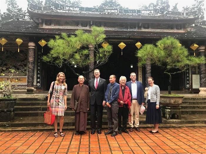 Đại sứ Mỹ đến thăm Sư Ông Nhất Hạnh 4