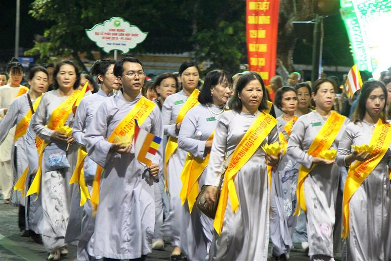 Lễ rước Phật tại Huế 06