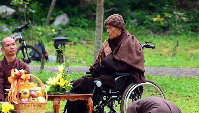 Thiền sư Thích Nhất Hạnh tại sân bay Đà Nẵng 2